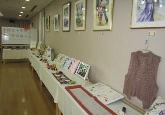 施設ご入居者やデイサービスご利用者の作品をはじめ、地域ボランティアの皆様の芸術的な作品の数々