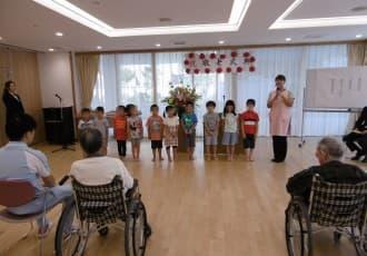 9月19日(火)に敬老式典を開催、パイナップル保育園の子供たちが長寿のお祝いに歌をプレゼントしてくれました。