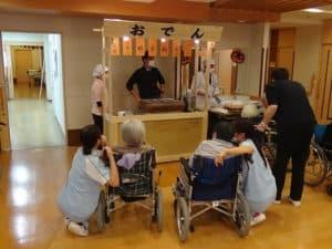 リバーサイドフェニックス屋台シリーズ!!今回は「おでん」を実施しました。手作りの可動式屋台で各フロアを練り歩きました。
