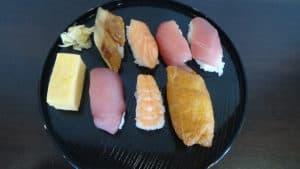 皆さんの目の前で握りを実演。お寿司は人気のネタをご用意致しました。おかわり自由ということでお腹いっぱいになるまで 召し上がられていました。