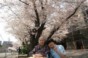 満開の桜を鑑賞され、ご入居者様も自然と素敵な笑顔が溢れ出ておりました。