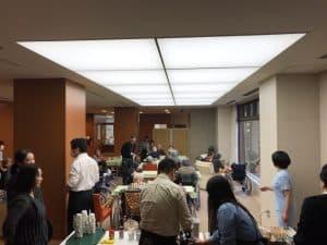開催日は、1階ロビーが喫茶店に早変わり。皆さん、会話にも華が咲きます。
