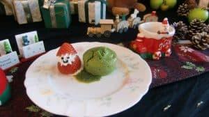 毎月、芙蓉苑の管理栄養士が特別メニューを企画・ご用意してご入居者やご家族の皆さまに一足早いクリスマス気分を満喫して頂きました。