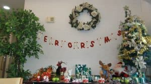 芙蓉苑スタッフが素敵な飾り付けでクリスマスの雰囲気を演出しております!皆さまの笑顔に寄り添える温かなサービスと環境を心を込めてご提供します。