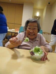 かき氷は「いちご」「メロン」「抹茶」の3種類。 さらに練乳やあずきのトッピングをご自由にチ ョイス!自分好みのかき氷を美味しく楽しく召 し上がっていただきました。