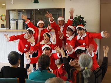 クリスマス会を開催しました。ご入居者とスタッフの笑顔が弾ける楽しい会となりました!