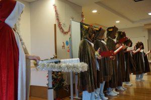 トナカイ・サンタによる素敵なクリスマスソングの合唱です。