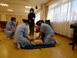 人工呼吸並びにAEDの研修も受講しました。