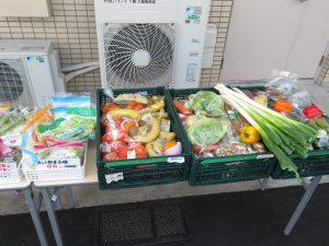 採れたてのお野菜や小分けにされたカット野菜・・・ 地域の皆さまとの笑顔の輪がこれからも益々広がっていくことを願っております。