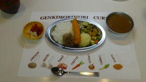 普段とは違う食器を用いることで気分はインドカレー屋さん!?コクと深みのある美味しいカレーでした。