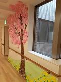 今月の各階フロアレク制作は、『ご入居者の皆さまにいつでも満開の桜を見てもらえるように・・・』とも思いから桜に因んだ作品が完成しています。 フロアの中でも満開の桜が皆さまの生活に彩りを添えています。