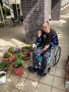 数々の野菜やお花を観賞して、とても喜んでくださり、OKサインを 頂きました!
